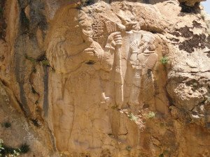 Dieu Tarhunta avec le roi Warpalawa de Tuwana sur le relief d'Ivriz