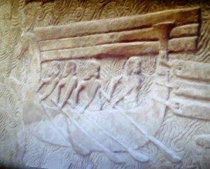 Bateau assyrien transportant du bois.